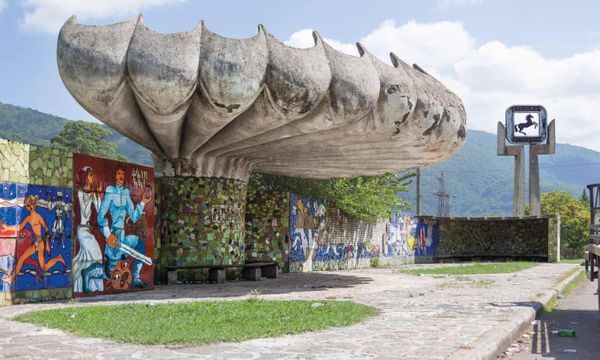 Why Russia has the world's most beautiful bus stops (The Guardian)