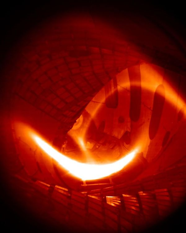 Wendelstein 7-X fusion device produces its first hydrogen plasma (IPP)